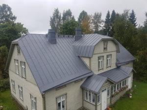 Peltikaton maalaus ja pesupalvelut Hämeenlinnan ja Tampereen alueella. Teemme myös tiilikaton pesut ja maalaukset, kysy tarjous!