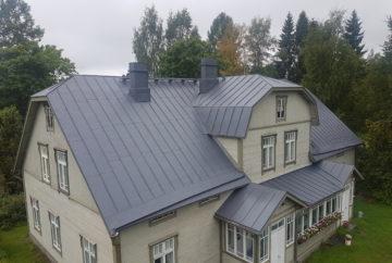 Peltikattomaaalaus Hämeenlinnassa